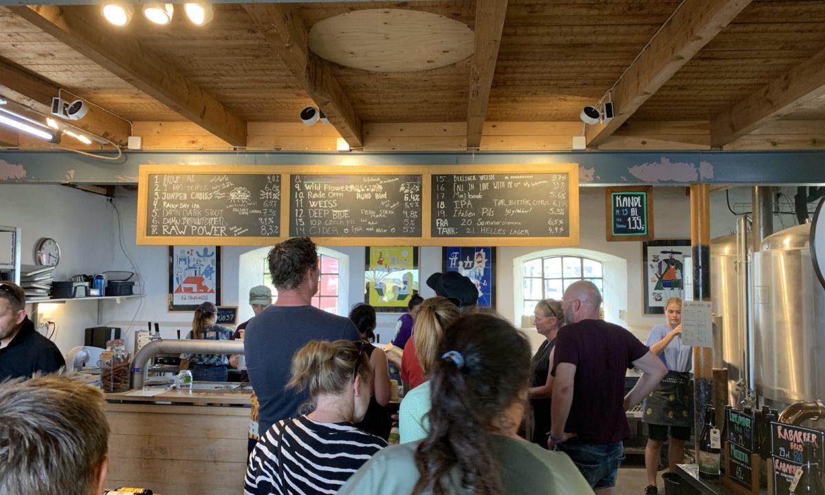 Lyssætning hos Ebeltoft gårdbutik i deres popup sommer café