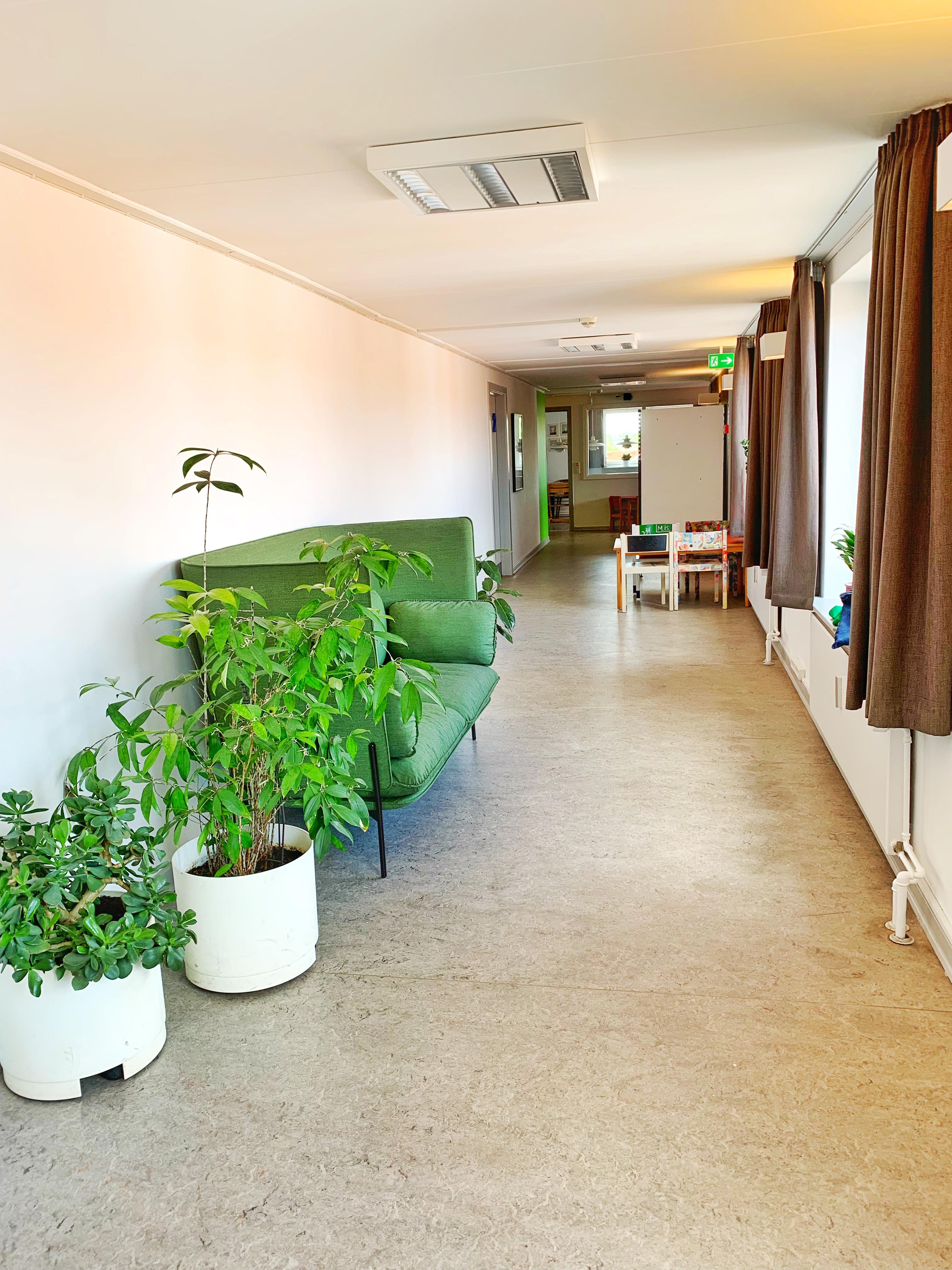 Lyddæmpende sofa på gangen, for at udnytte jeres kontorkvadratmeter på en ny måde
