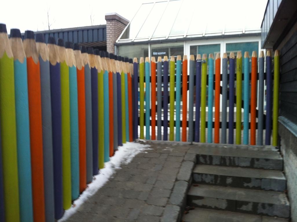 Indgangen byder velkomme til en kreativ og ide-skabende institution, med sjov, varme og tryghed