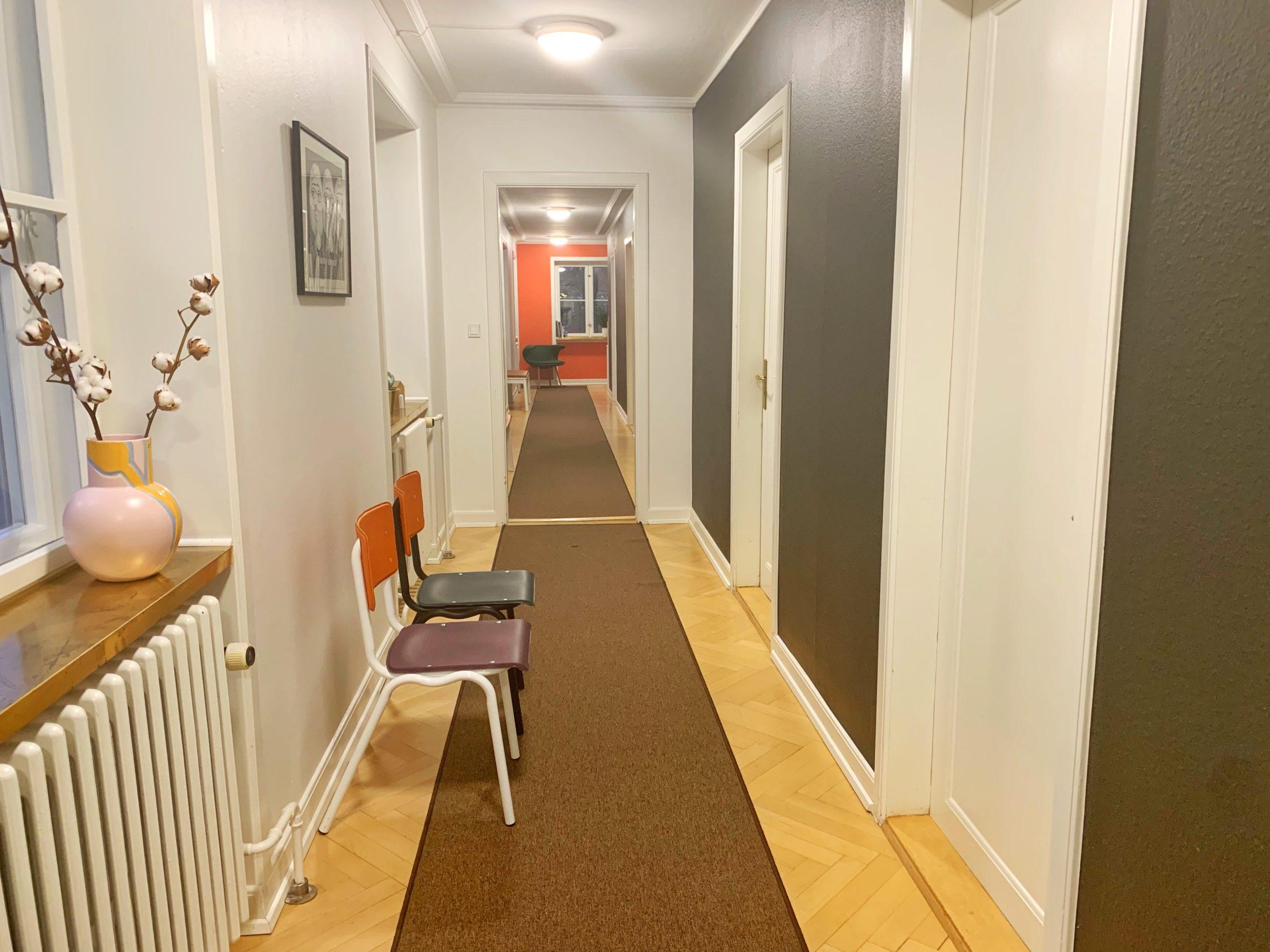 ImPlacement har skabt en kreativ og professionel indretning på gangen.
